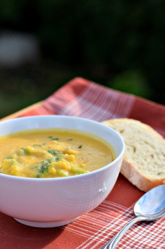 vegan-broccoli-cheddar-soup